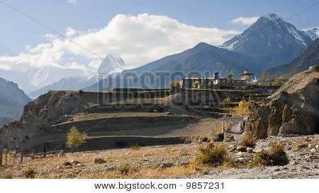 For the Himalayan villages often falls by the ornamental gates (Manang)