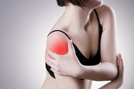picture of shoulder muscle  - Woman with pain in shoulder - JPG