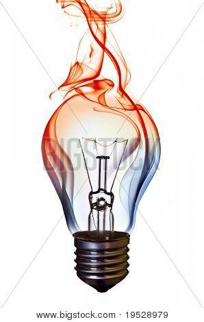 concepto de arte de bombilla lámpara humo azul sobre blanco