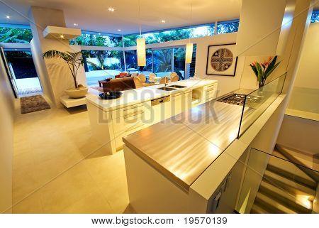 eine moderne, Design-Haus mit innen/außen Leben