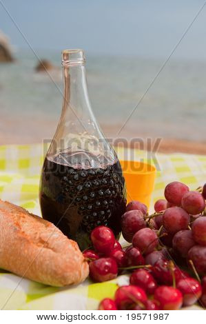 Sangria with fruit and bread at the beach