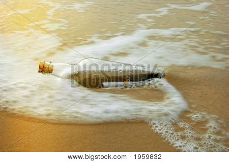 Message In A Bottle bei Sonnenuntergang