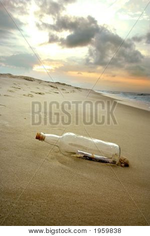 Message In A Bottle am Ufer