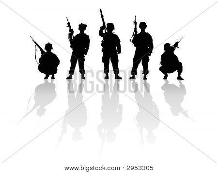 Silhueta de soldados