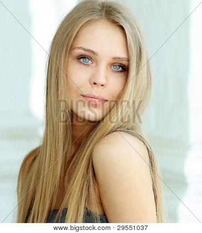 hermosa joven rubia