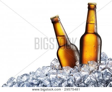 zwei Flaschen Bier auf Eis. isolated on white Background.