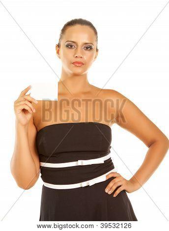 Mujer mostrando tarjetas