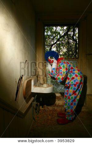 Palhaços mesmo assustadoras usam o banheiro