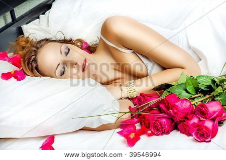 Beautiful Slepping Woman With Red Roses