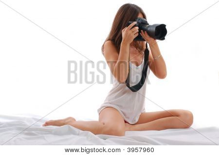 junge attraktive Frau schießen