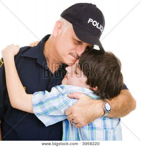 Polizei und junge hug