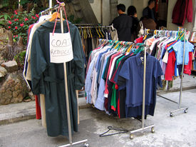 picture of yard sale  - an outdoor bargain sale - JPG
