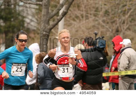 Boston - April 20 : Jutta Merilainen And Allison Kerr Race Up Heartbreak Hill During The Boston Mara
