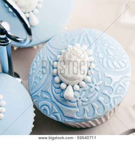 Cupcakes decorated with white sugar cameos