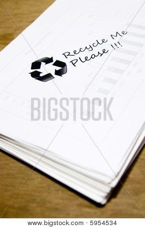 Papel usado con el signo de reciclaje