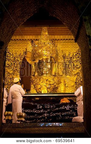 The Ritual Of Daily Face Blowing Mahamyatmuni Buddha.