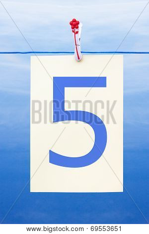 Seamless Washing Line With Paper Showing The Number 5