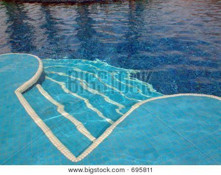 Swimming Pool Curved Shapes
