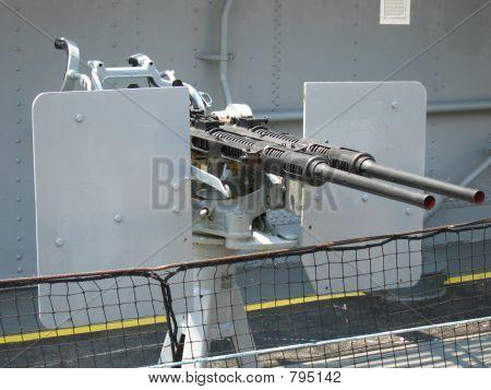 Machine guns on battleship