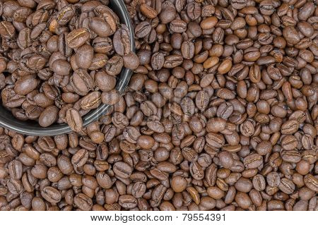 Top View Of A Cup Of Dark Roasted Coffeebeans Put In A Coffee Cup