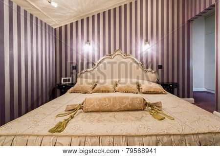 Enormous Bed Inside Baroque Bedroom