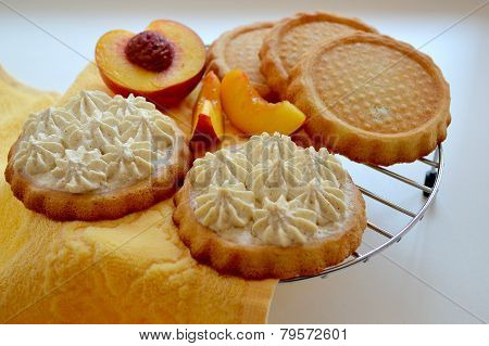 Biscuit tartlets with curd cream and nectarines