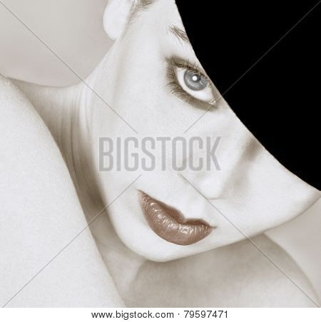 Cute Style of a Beautiful woman in Bowler hat