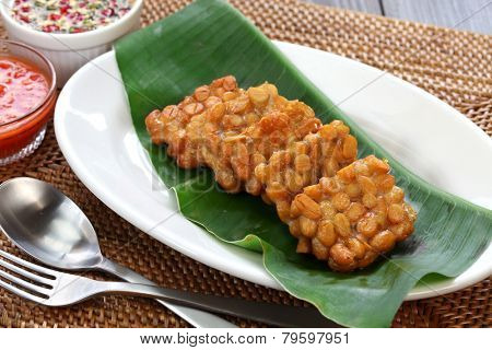 fried tempeh, indonesian food, vegetarian food, soybean product, tempeh goreng