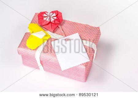 isolated valentin gift box with card blank and paper hearts
