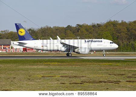 Frankfurt Airport - Airbus A320-200 Of Lufthansa Takes Off