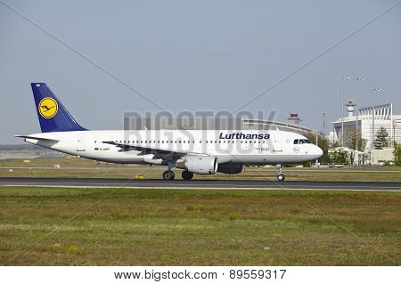 Frankfurt Airport - Airbus A320-200 Of Lufthansa Takes Off