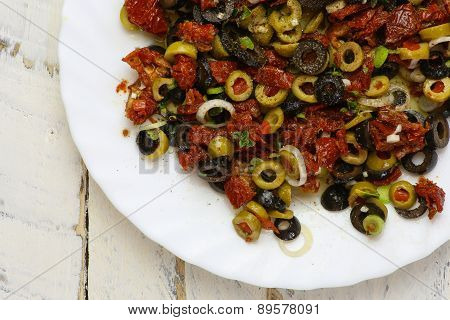 Sliced Green Black Olives Sun Dried Tomatoes Oregano Young Garlic