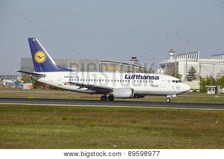 Frankfurt Airport - Boeing 737-500 Of Lufthansa Takes Off