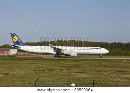 Frankfurt Airport - Airbus A340-600 Of Lufthansa Takes Off