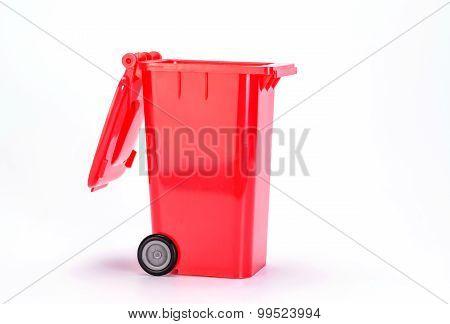 Trash can (garbage bin) on white background.