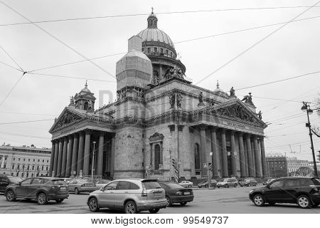 Black-and-white photo of St. Isaac's Cathedral