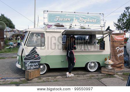 Food Truck That Sells Frozen Yoghurt