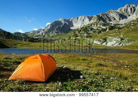 camping in mountain lake on green grass