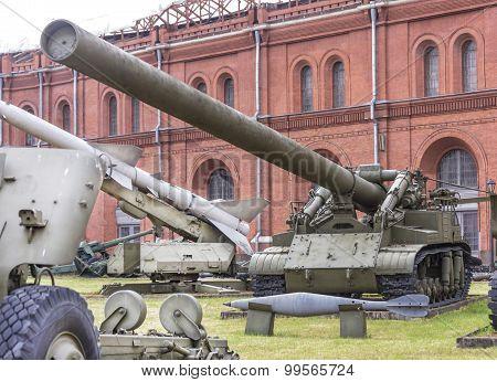 420-mm Self-propelled Mortar 2B1