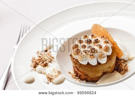 apple cake with meringue