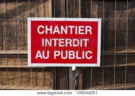 Sentence on red panel : do not enter in French language