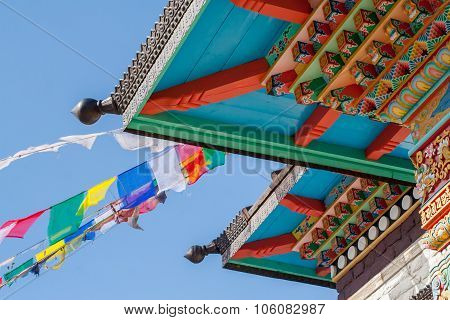 Buddhism roof pattern with flags