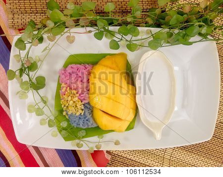 Ripe mango and sticky rice in coconut milk