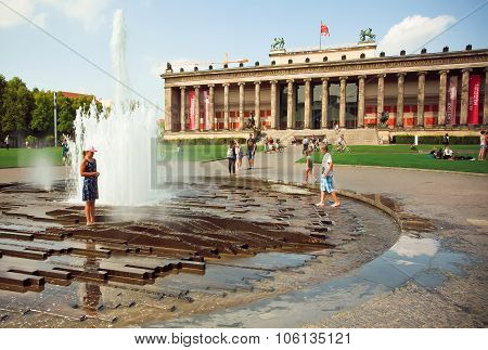 Kids Playing In The Fountain In Front Of The Altes Museum
