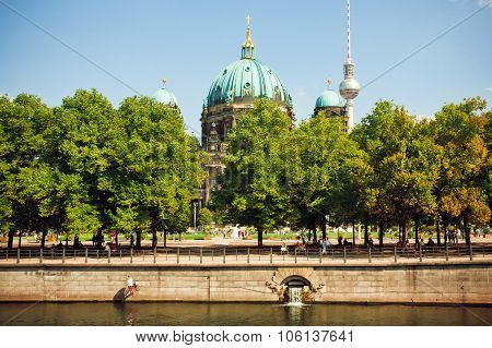 Green Park And Famous Structures Of Berlin - Television Tower And Berliner Dom