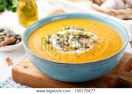Roasted pumpkin and carrot soup with cream .
