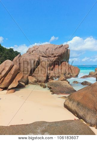 Breaking Big Waves Magnificent Seychelles
