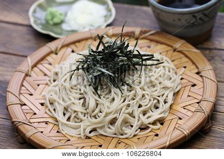 zaru soba, buckwheat noodles topping with nori, japanese food