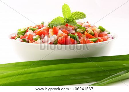 Fresh salad with onions ans tomato.