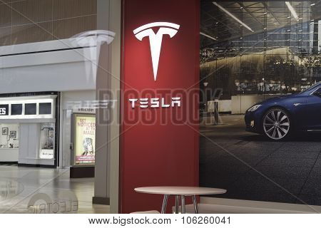 Indianapolis - Circa October 2015: Tesla Motors Store In Indianapolis Selling Electric Cars I